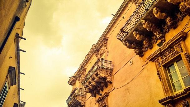 balconi palazzo villadorata noto