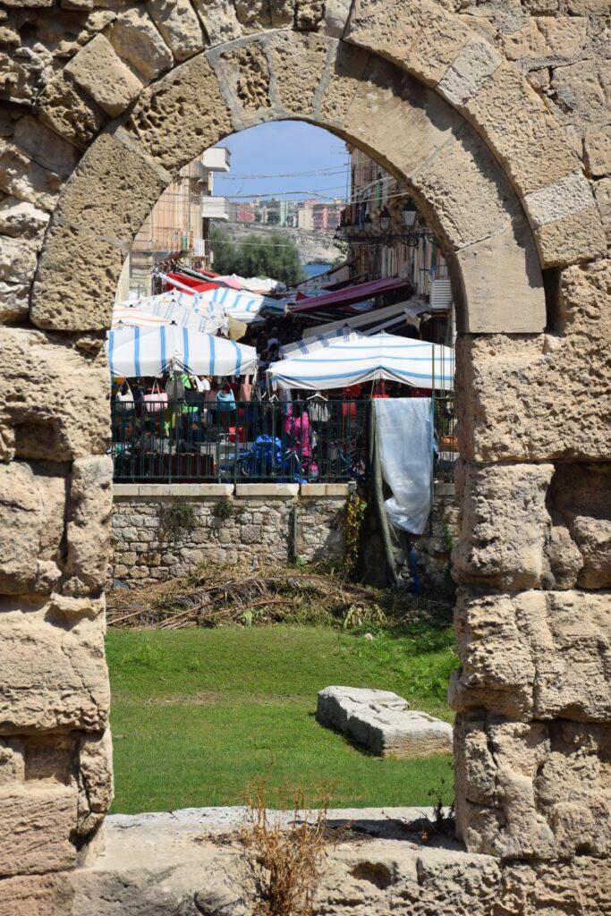 mercato di ortigia tempio di apollo
